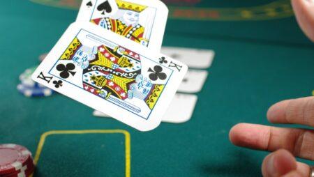 Att spela turn och river i poker