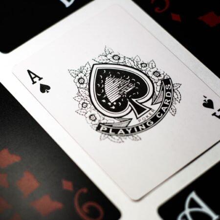 Lær reglerne til poker